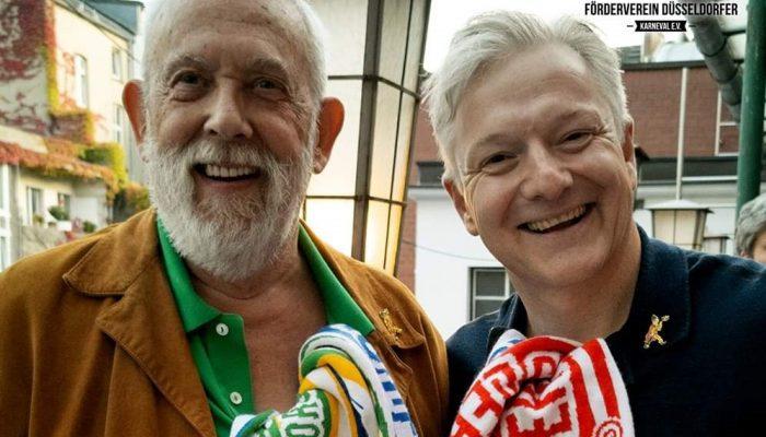 2020 11 08 Markus und Clemens mit Mottoschal anderes Format